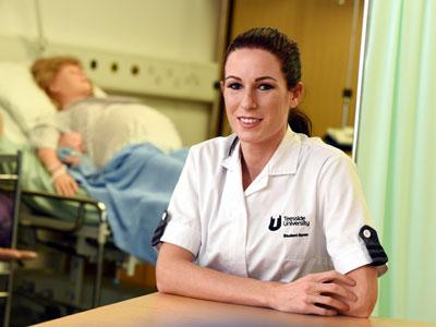 Award winning nursing student Kelly Spence. Link to National recognition for nursing student Kelly.
