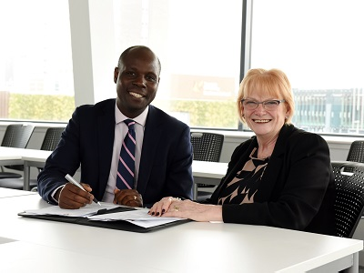 Edward Kunonga signing the memorandum of understanding with Marion Grieves.. Link to New partnership will help make the region a healthier place to live.