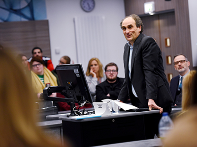 Mr Justice Jacobs talking to law and policing students at Teesside University. Link to High Court judge gives students insights into his career.