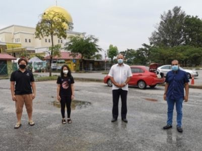 Left to right: Dixon Liu, Chanelle Liu, Gobind Singh Deo and Senator Suresh Singh. Link to Graduate undertaking humanitarian work during pandemic.