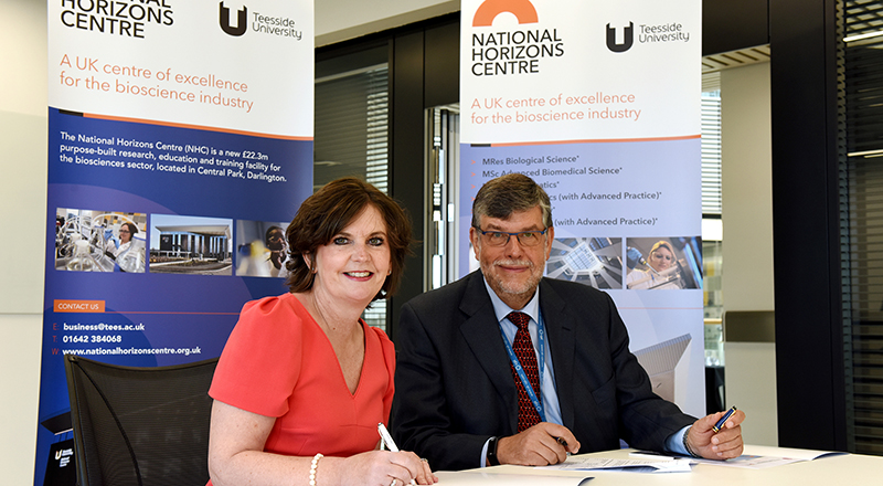 Professor Jane Turner OBE DL signing the Memorandum of Understanding with CPI Chief Executive Nigel Perry MBE. Link to New Innovation Partnership Announced.