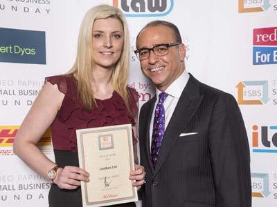 Clare Owen receiving her award from Theo Paphitis. Link to Lostbox finds support from DigitalCity.